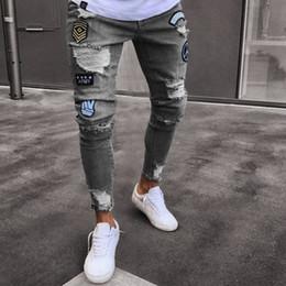 Calças de crachás on-line-2018 Hot Venda Streetwear Hiphop Jeans Crachá dos homens Na Altura Do Joelho Com Zíper Pés Buraco Personalidade Masculina Slim Cozy Denim Calças