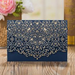 Inviti di nozze blu scuro online-50 PCS / Lotto Inviti di nozze a forma di fiore blu scuro con taglio laser floreale Inviti per celebrazioni di banchetti di matrimoni eleganti