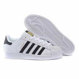 2019 zapatos baratos planos classic stan nuevos zapatos de moda smith sneakers casuales hombres de cuero blanco negro mujeres zapatos jogging cheap superestrella sneakers pisos rebajas zapatos baratos planos