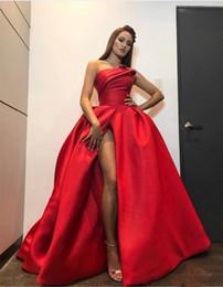 Celebridade vestidos de noite vestidos de baile on-line-Nova Moda Vermelho Plus Size Vestidos de Noite 2018 Sexy Alta Dividir Strapless vestido de Baile Vestido de Baile Sem Encosto Até O Chão Celebridade Pageant Vestidos
