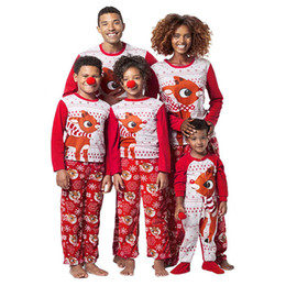1238f04f94 2018 New Fashuon Men Reindeer Tops Blusa Pantalones Familia Pijamas Ropa de  dormir T-shirt Pantalones largos Conjuntos de Navidad