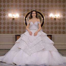 fabulosos vestidos de fiesta Rebajas 2019 Princess Glamorous Ball Gown Vestidos de novia Apliques de encaje Cuentas Lentejuelas Con gradas Fabuloso Fuera del hombro Vestidos de novia por encargo