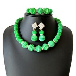 Collar de cuentas de acrílico de coral online-Precio especial de la boda verde joyería nigeriana de los granos fijados para las mujeres 5 color de los granos de acrílico collar pendientes conjunto joyería nupcial africana 2018