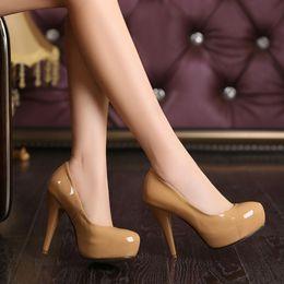 2019 petites chaussures 32 Escarpins Fashion 2018 Nouveau Chaussures en cuir verni pour femme Big 40 41 42 43 44 Small 31 32 33 talon haut 10CM plateforme 2.5cm taille 30-45 petites chaussures 32 pas cher