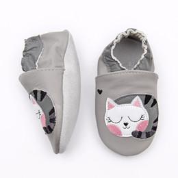 Gato das sapatas de couro das meninas on-line-2018 Couro Genuíno Sola Macia Da Criança Primeiro Walker mocassins recém-nascidos Zapatos 0 6 12 18 24 Cat Kitty Sapatos de Bebê Meninas
