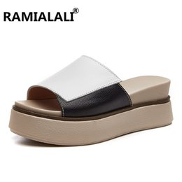 Piattaforma nera cunei i sandali online-2018 Summer Women Pantofole Sandali con plateau in pelle Scarpe Sandali con zeppa donna Sandali con scivoli bianchi neri