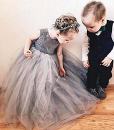 fille de fleur gris Promotion Princesse Gris Robe De Bal Fleur Filles Robes 2018 Ras Du Cou Dentelle Tutu Jupes Filles D'anniversaire Party Robes BA8530