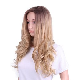 Wholesale Günstige Synthetische Haar Perücke Lichtfarbe Lange Wellenförmige Volle Perücke Capless Für Europäische Dame Frauen Neue Designer Hochtemperaturfaser Perücken