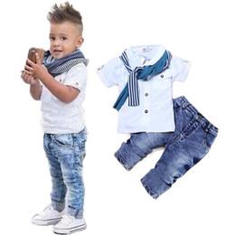 Sciarpa di estate del ragazzo dei capretti online-Vestiti del neonato T-Shirt Casual + Scarf + Jeans 3pc Abbigliamento per bambini Set Summer Child Kids Costume For Boys Toddler Boys Clothes