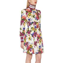 d506d0b1e495 Le donne del progettista di marca stampa i vestiti da cocktail del partito  del manicotto del manicotto floreale delle lettere del collo alto di stile  di ...