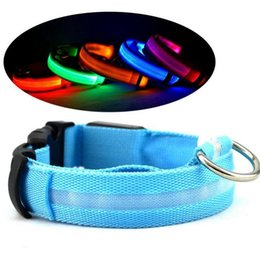 Nylon caldo LED Collare per cani da compagnia Notte Sicurezza Lampeggiante Glow In The Dark Guinzaglio per cani Collari fluorescenti luminosi Pet Supplies da ha condotto il collare del cane da compagnia di nylon fornitori