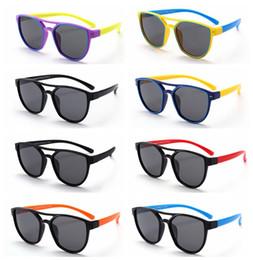 Silicone Matériel enfants lunettes de soleil en plein air d été enfants  polarisés en plastique Frame lunettes de soleil anti-rayonnement bébé  lunettes de ... 6d8e6f2e530e