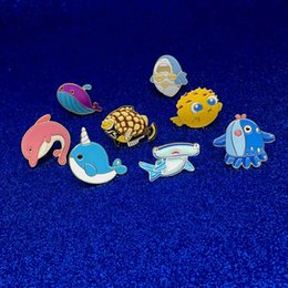 срок службы контактов Скидка Мультфильм милые животные рыбы брошь и Pin морская жизнь Тайяки Кит нарвал акула фугу рыбы осьминог Дельфин булавки пряжки отворотом Pin падение корабль