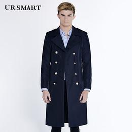 Marineblauen trenchcoat männer online-URSMART Authentic Trenchcoat besiegte er den zweireihigen großen Mann Trenchcoat Revers langen marineblau männlichen Mode du
