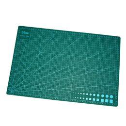 Canada Accessoires de bricolage fait à la main de plaque de coupe de PVC vert foncé mat de coupe A3 durable d'auto-guérison coupe pad patchwork à coudre outils 14.5lw Z cheap sew pad Offre