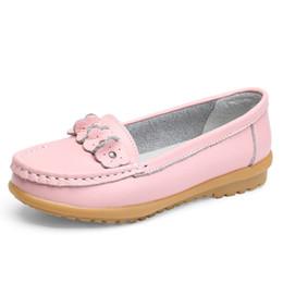 92f57dcb9d Mulheres Flats 2017 Nova Mãe de Couro Branco Enfermeira Sapato Peas  Trabalho Sapatos Baixos Sapatos Confortáveis das Mulheres Mocassins Não  Deslizamento ...