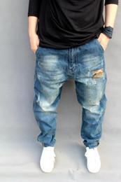 2019 мужские кросс-джинсы Мужские рваные джинсы с рваными свободными подгонками Шаровары Slim Fit с перекрестными штанами Накладные карманы Темные выцветшие джинсы плюс размер M-6XL скидка мужские кросс-джинсы