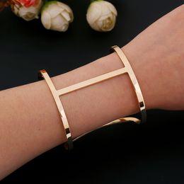 Canada Femmes De Luxe Creux Bracelet Accessoires Bracelet Or Argent Métal Large Bracelet Manchette Bracelet Ouvert Réglable Charme Offre