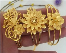 Argentina Brazalete Brazalete abierto 56mm Diámetro joyería de moda nuevo lujo 14K Oro Hueco Flores mariposa Pulsera Encanto Para mujeres supplier 14k gold charms for bracelets Suministro