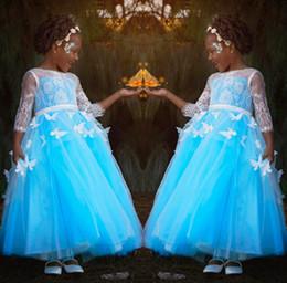 Vestidos de cumpleaños de mariposa online-Vestidos de niña de flores azul para bodas campestres Apliques de cuello escarpado de 2018 con vestidos de fiesta de cumpleaños para niños pequeños de Butterfly Toddler