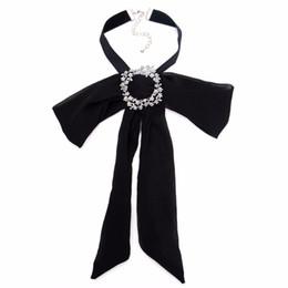Vendita in lega di zinco di cristallo spilla in tessuto spilla a mano in maglia tessuto farfallino corpetto cheap cloth ribbon bow da arco del nastro del panno fornitori