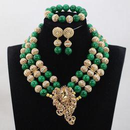 2019 cuentas de la boda de nigeria verde Todo sale2017 Últimas Verdes Beads africanos Nigeriano Conjuntos de joyas de boda Traje verde Broche Chunky Collar Set Hot WD976 rebajas cuentas de la boda de nigeria verde