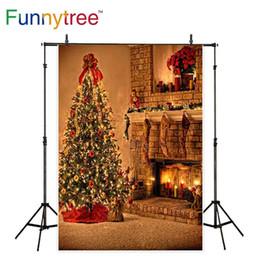 Carta da parati interna online-Funnytree photocall decorazioni natalizie per casa camino indoor calzino albero luci brillanti sfondi fondali foto
