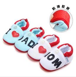 Argentina Zapatos de bebé recién nacidos Niños lindos Niño Niña Bebé Niño Punta redonda Pisos Zapatillas suaves Zapatos Amo a MOM / PAPÁ Suministro