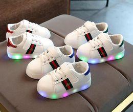 Niños llevaron zapatos online-AI LIANG encantadora princesa niños niñas botas de dibujos animados niños zapatos de moda informal LED luz bebé niños zapatillas de deporte