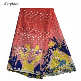 nigerian guipure lace dresses Coupons - New Sewing Craft Fabric Guipure Lace Fabric Water Soluble Women Clothing African Cord Lace Design Printed Nigerian Fabric Mesh Wedding Dress