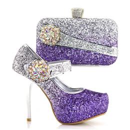Scarpe e borse italiane di colore viola da abbinare a scarpe con set di  borse decorate con strass nigeriani e scarpe da sposa da donna strass viola  scarpe ... 98d5572c06b