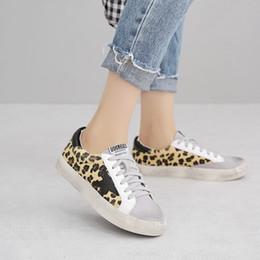 2019 2018 Calzature donna Altezza aumento Running Slipony Girl Scarpe  Leopard Retro Comfort dorate bianche dorate Scarpe estive Scarpe da  ginnastica 797b635e140