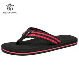 Zapatos de playa 47 online-NEEDBO Chanclas Hombres Verano Cool Sandalias de plataforma Hombres Zapatos de playa Cómodas Sandalias Planas para Hombres Más tamaño 47