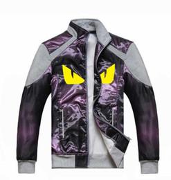 Estilo europeu homens roupa casual on-line-Estilo europeu padrão de olho amarelo roupas de grife moda zipper jaqueta nove cores opcional jaqueta de alta qualidade tecido dos homens