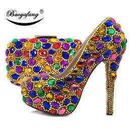 venta al por mayor oro / plata zapatos y bolsos para mujer multicolores de la boda zapatos de plataforma de tacón alto con los bolsos a juego del bolso y del monedero desde fabricantes
