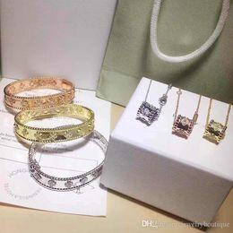 Bracelet trèfle diamant en Ligne-Nouveau design 1.0cm largeur Top qualité cuivre matériel amour punk bracelet avec trèfle et diamant pour les femmes en 5.9 * 4.9cm bijoux PS5243