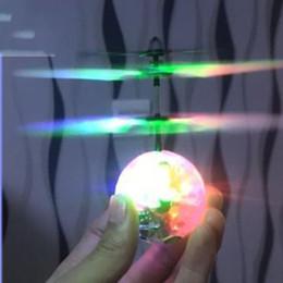 bola de mosca a distancia Rebajas Flying Helicopter Ball Suspensión de inducción por infrarrojos Crystal Sphere RC Fly Toys Luz LED de control remoto Aerocraft para niños regalo 21 8yd UU