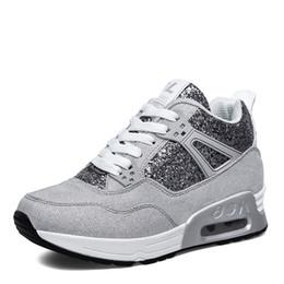 2019 chaussures faites à la main Chaussures en cuir de luxe fait main Tenis Feminino Sapato Chaussures de loisirs pour femmes Basket Femme Air Superstar Chaussures chaussures faites à la main pas cher