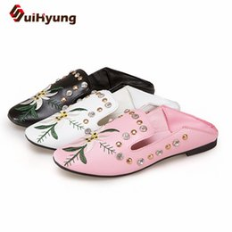 Wholesale Beaded Flip Flop Slippers - wholesale Women Sandals 2018 New Summer Woman Embroider PU Low Heel Sandals Slip On Wedges Slippers Beaded rhinestone Flip Flops