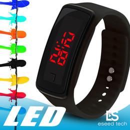Bande de poignet d'écran tactile en Ligne-Nouveau Mode Montres LED Sport Affichage Numérique Bracelet Montre-Bracelet Silicone Écran Tactile Bonbons bande pour hommes femmes Étudiants Enfants