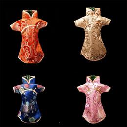 Partes de la mesa online-Moda colorido paño botella de vino cubierta Damasco flor de dos hebillas mujeres vestido Winebottle Tabla de embalaje para el hogar Parte decorar 4jl Y
