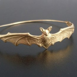 Wholesale beautiful bat - whole saleGold silver Color Bat Bangle Bracelet Gift for Friend Fashion Beautiful Halloween Jewelry YPQ0125