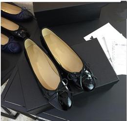 Canada Talons plats Pointu Toe Cristal Chaussures De Mariage Argent Danse Danse Performance Spectacle Femmes Robe Chaussures De Mariée Chaussures De Demoiselle D'honneur xinfa18032401 Offre