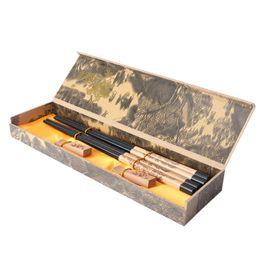 Boîte chinoise en Ligne-2 paires de style chinois en bois en bois baguettes avec support et boîte Chine Chop Sticks Accueil cuisine à manger vaisselle cadeaux de mariage