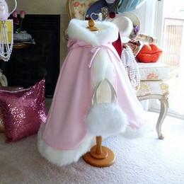 Розовый детский выполненный на заказ милые девушки Мыс дети свадебные плащи искусственного меха Куртка для зимы Kid цветок девочка дети атласный с капюшоном ребенка от