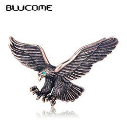 joyería de la mosca Rebajas Blucome Vintage Antiguo Color Plata Joyería Flying Eagle Broche Hombres Chicos Traje Accesorios de la bufanda Pájaros Regalo de la fiesta de cumpleaños