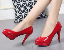 sapatas grandes dos pés Desconto 10 CM impermeável sexy sapatos de salto alto das mulheres rodada cabeça pés versão coreana de couro de patente tamanho grande das mulheres sapatos LEIKUAN