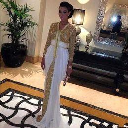 Robes de kaftan blanc en Ligne-2019 Paillettes Robes De Soirée En Mousseline De soie Caftan Robes De Soirée Formelles Abaya à Dubaï Avec Le Train Blanc Robe Caftan Robe De Bal Marocaine BA8127
