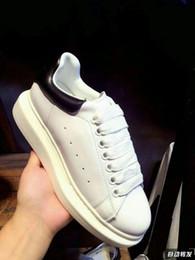 Zapatillas de deporte de moda de los hombres más calientes online-Los diseñadores calzan los hombres de lujo del zapato ocasional Las zapatillas de deporte de lujo Las zapatillas de deporte baratas para hombre de los hombres calzan los zapatos ocasionales de cuero Venta caliente