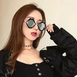 occhiali da sole degli uomini d'argento degli specchio Sconti labbra sexy hip-hop occhiali da sole donne moda carino argento specchio rosa occhiali da sole personalità occhiali occhiali da vista in metallo divertente occhiali